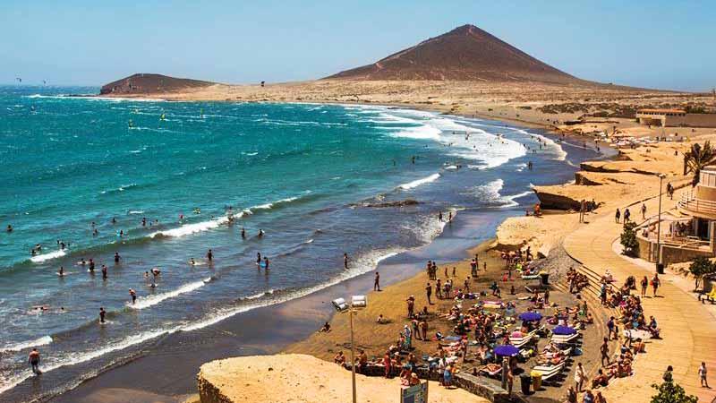 El Medano beach - Surfer Strandon auf Teneriffa Spanien