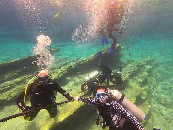 Make money as a diving instructor in Australia