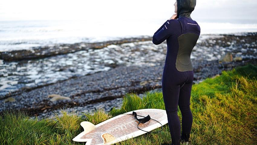 Erlebt die Atlantikküste Irlands beim Surfen in Easkey